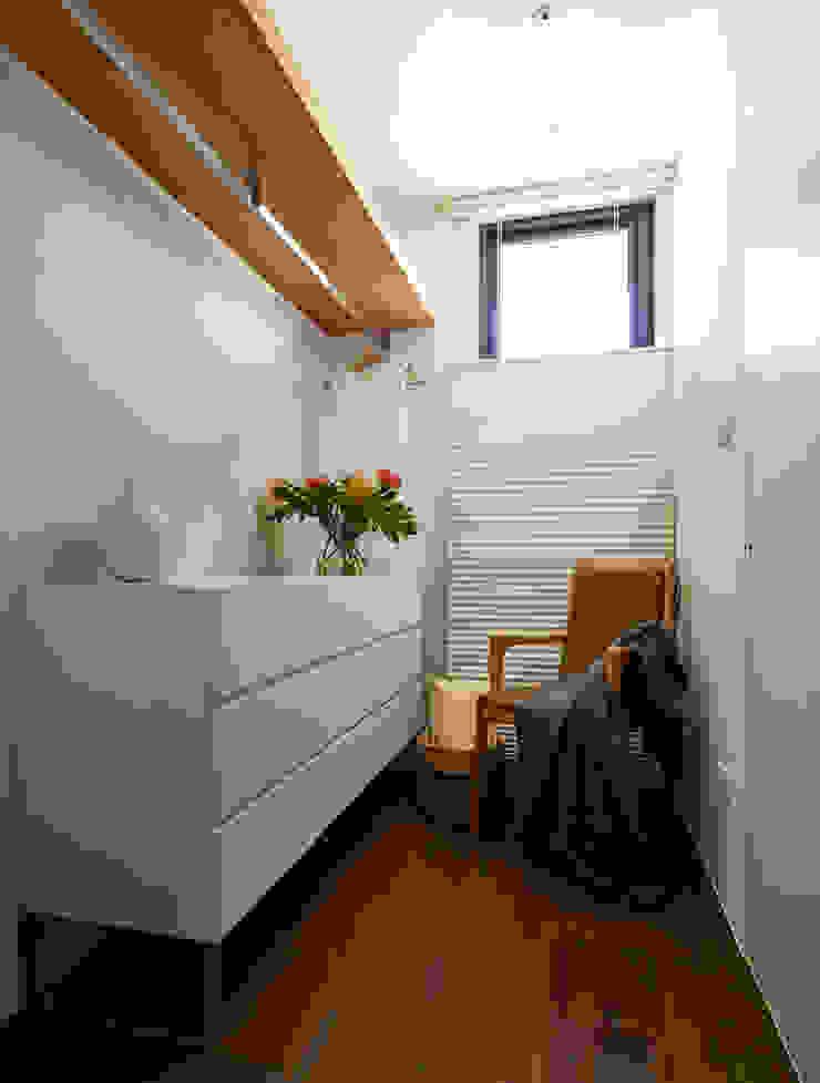 二次衣區域 根據 樸十設計有限公司 SIMPURE Design 現代風