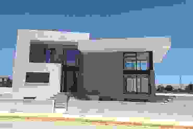 Vivienda moderna con el Acceso por el NorOeste. de DYOV STUDIO Arquitectura, Concepto Passivhaus Mediterraneo 653 77 38 06 Mediterráneo Caliza