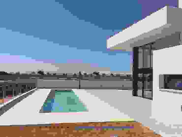 Vivienda moderna u su linealidad infinita de DYOV STUDIO Arquitectura, Concepto Passivhaus Mediterraneo 653 77 38 06 Mediterráneo Arenisca