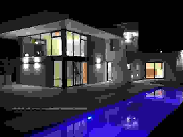 Vivienda moderna rica en contrastes. de DYOV STUDIO Arquitectura, Concepto Passivhaus Mediterraneo 653 77 38 06 Mediterráneo Arenisca