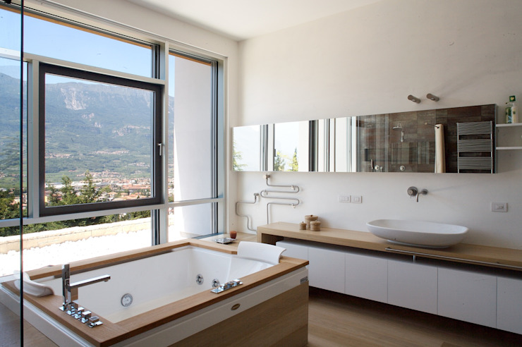 Bathroom by Studio Marastoni,