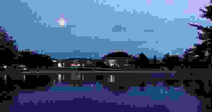 ทัศนียภาพด้านหน้า บ้านริมน้ำ กำแพงเพชร โดย ศูนย์รับสร้างบ้านอินเตอร์โฮม โดย อินเตอร์โฮมพรอพเพอร์ตี้ โมเดิร์น คอนกรีต