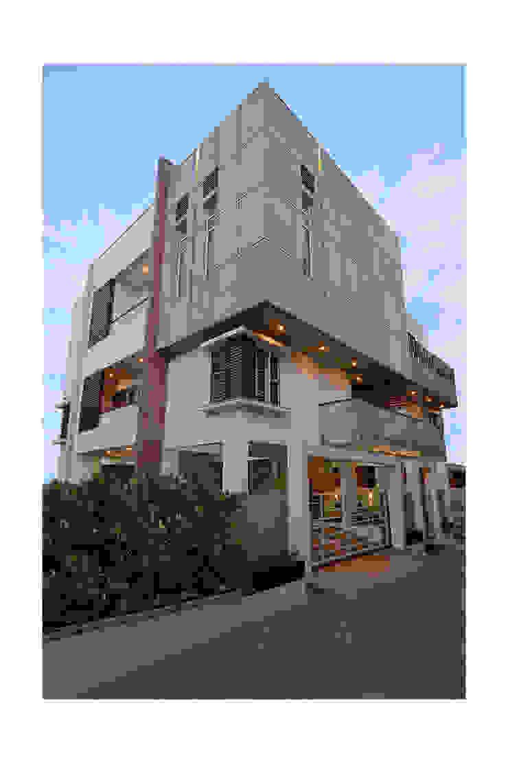 SKYLIT HOUSE,Residence for Sathyanarayanan Menon by Ineidos Modern