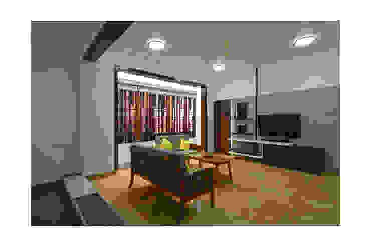 SKYLIT HOUSE,Residence for Sathyanarayanan Menon Modern Living Room by Ineidos Modern