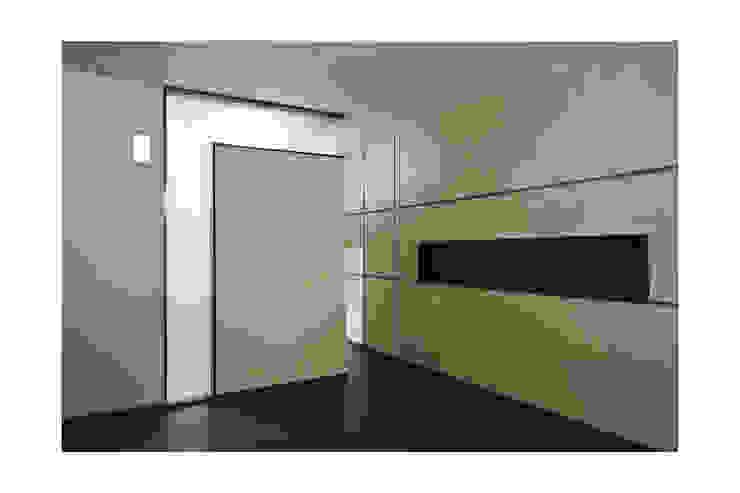 SKYLIT HOUSE,Residence for Sathyanarayanan Menon Modern Bedroom by Ineidos Modern