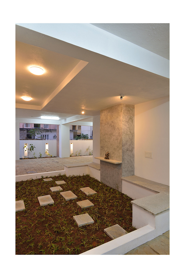 SKYLIT HOUSE,Residence for Sathyanarayanan Menon Modern Garden by Ineidos Modern
