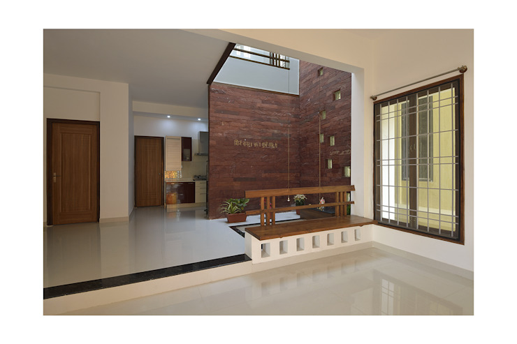 Residence for Mr and Mrs. Subhramanya Bhat Modern Living Room by Ineidos Modern