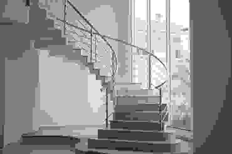 Escada curva Penha Alba Arquitetura e Interiores Escadas Mármore Bege