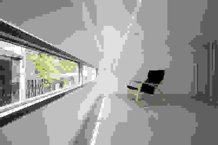Couloir et hall d'entrée de style  par Công ty TNHH TK XD Song Phát