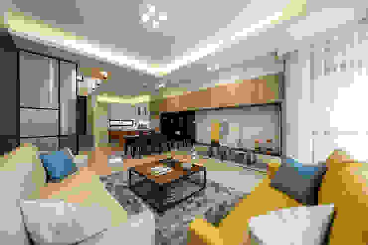 渡假趣 现代客厅設計點子、靈感 & 圖片 根據 木皆空間設計 現代風