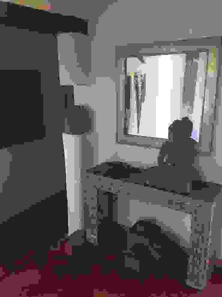 Pasillos, vestíbulos y escaleras modernos de Officina Boarotto Moderno