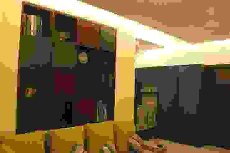 Moderner Flur, Diele & Treppenhaus von Dezinebox Modern