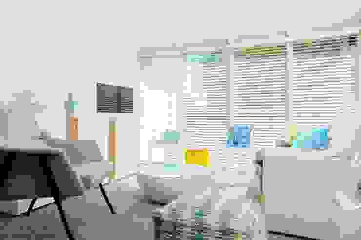 Salón de verano Habitaka diseño y decoración Salones de estilo mediterráneo Blanco