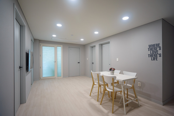 Moderne woonkamers van TODOT Modern