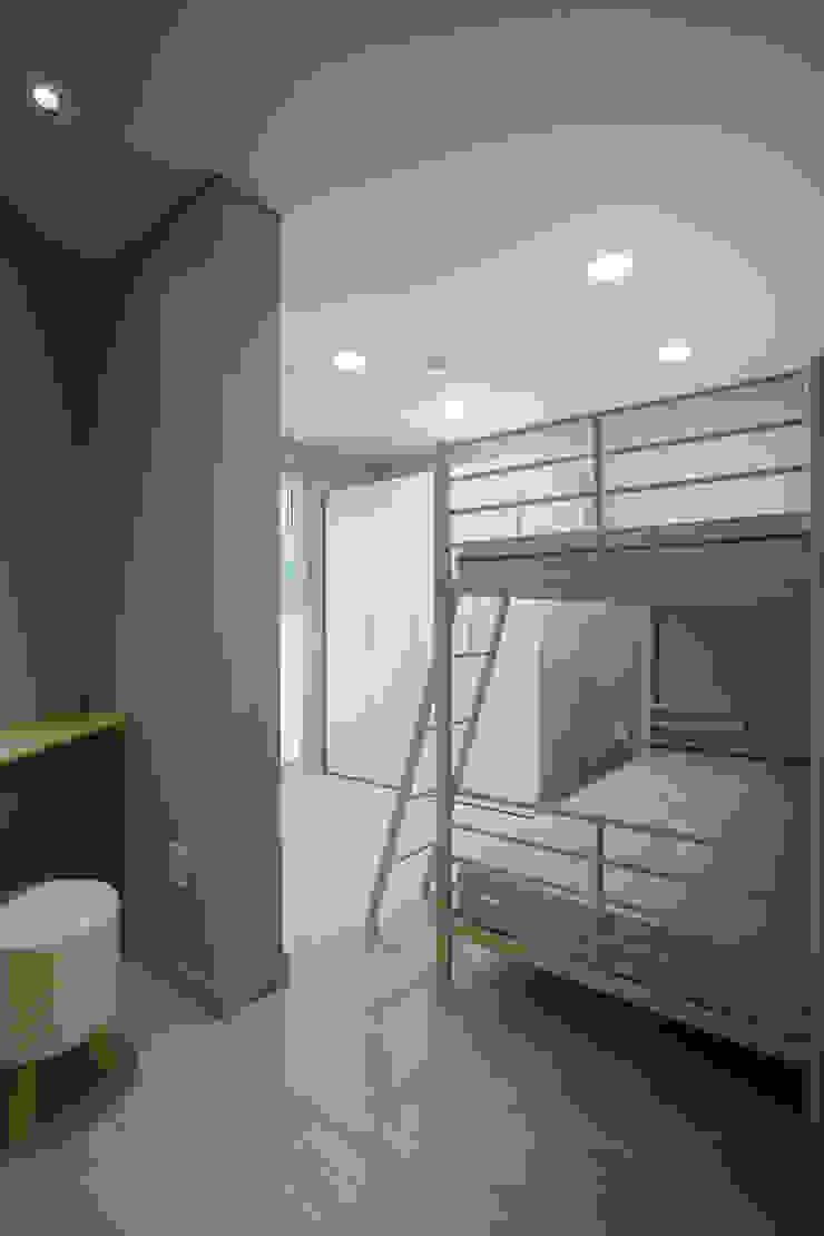 Dormitorios de estilo moderno de TODOT Moderno