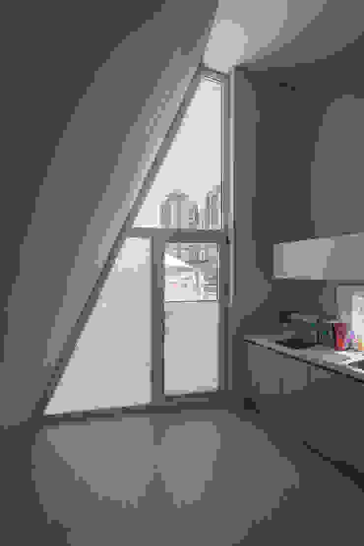 Puertas y ventanas modernas de TODOT Moderno