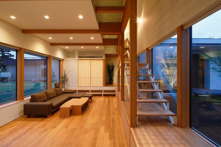 Livings de estilo moderno de 株式会社 ATELIER O2 Moderno