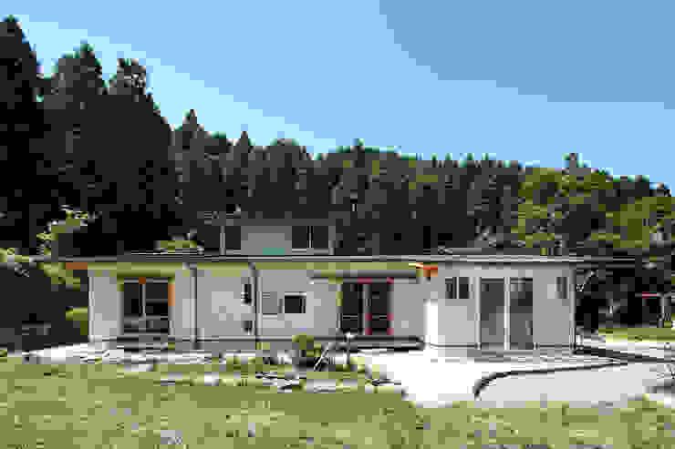 里の家~玖珠万年山の麓 実りある住まい~ 山道勉建築 北欧風 家 木 白色