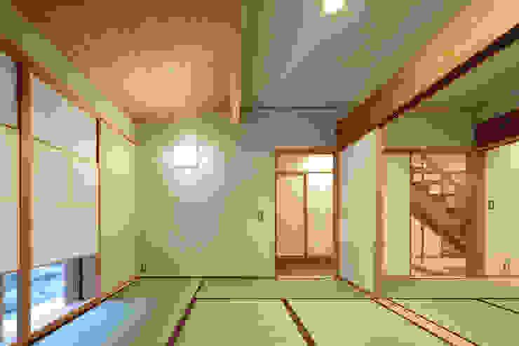 山道勉建築 Scandinavian style media rooms Wood White