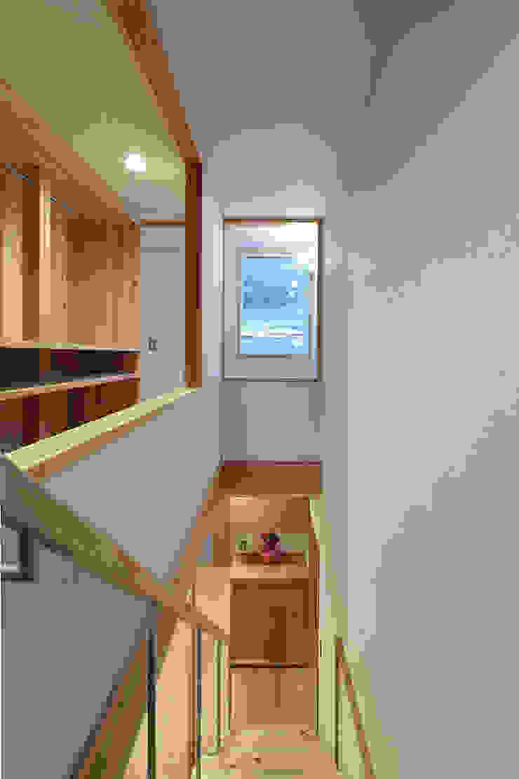 里の家~玖珠万年山の麓 実りある住まい~ 山道勉建築 北欧スタイルの 温室 木 白色