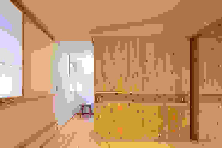 里の家~玖珠万年山の麓 実りある住まい~ 山道勉建築 北欧スタイル 窓&ドア 木 白色
