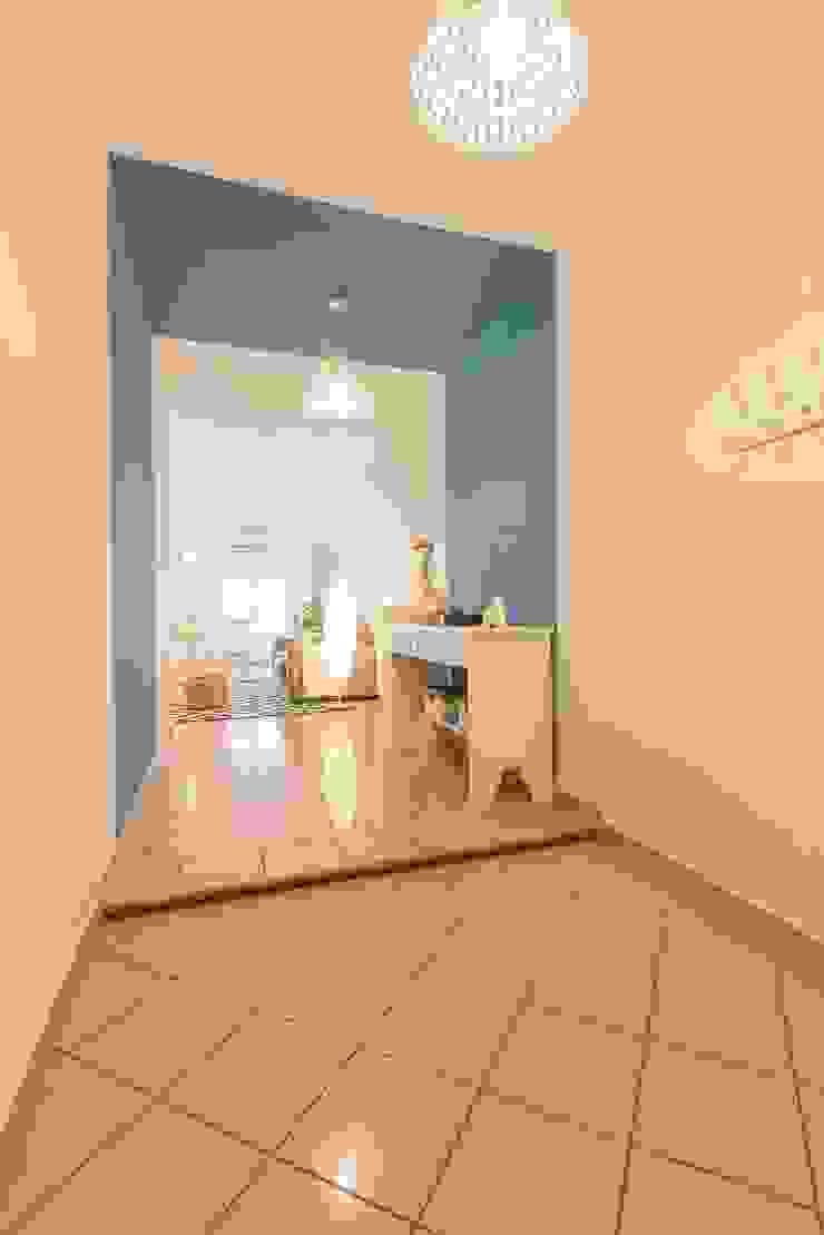 Anna Leone Architetto Home Stager Minimalist corridor, hallway & stairs