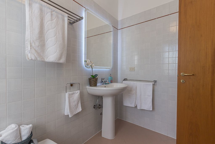 Anna Leone Architetto Home Stager Minimalist bathroom