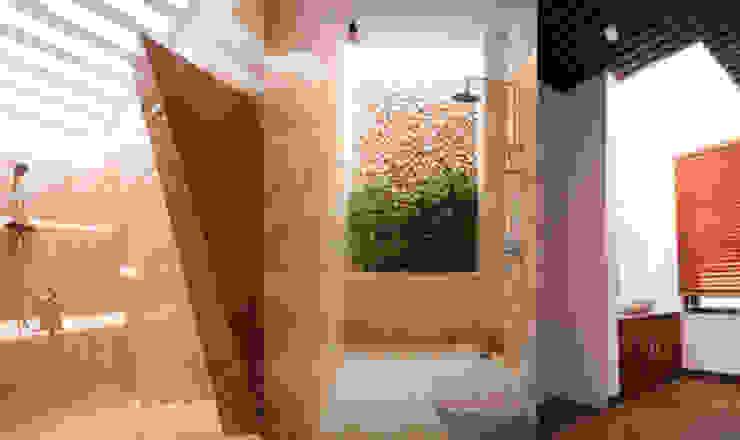 Salle de bain moderne par Công ty TNHH Xây Dựng TM – DV Song Phát Moderne