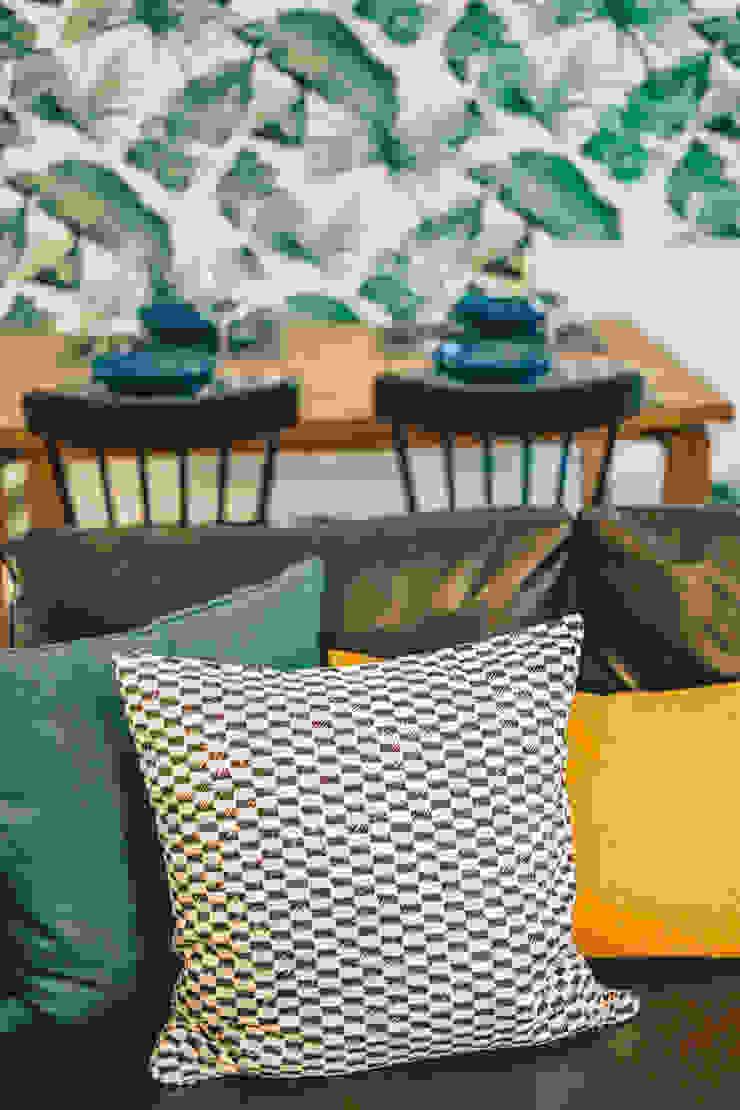 de estilo tropical de YS PROJECT DESIGN, Tropical Textil Ámbar/Dorado
