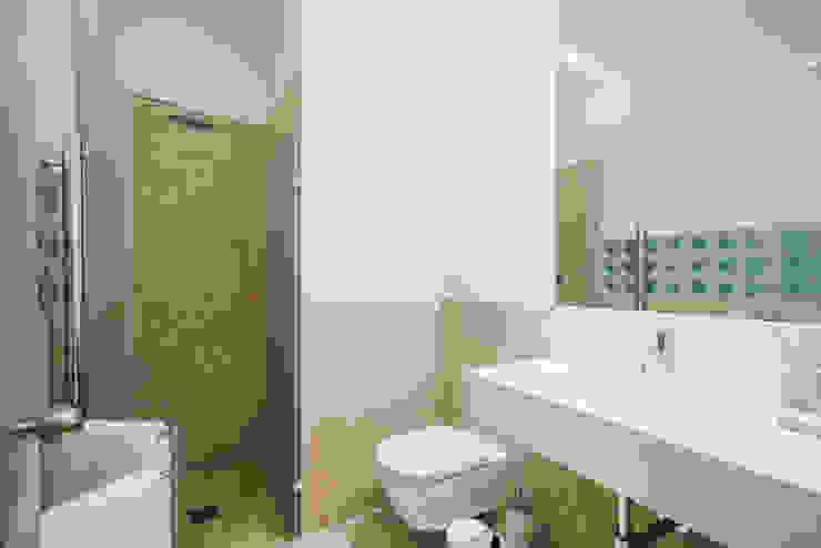 Baños de estilo minimalista de YS PROJECT DESIGN Minimalista Piedra