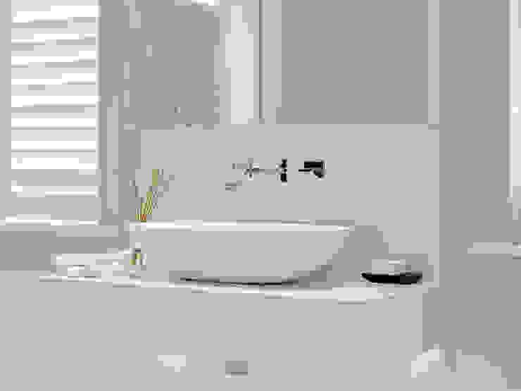 Case Study: New Lodge, Fulham by BathroomsByDesign Retail Ltd Сучасний