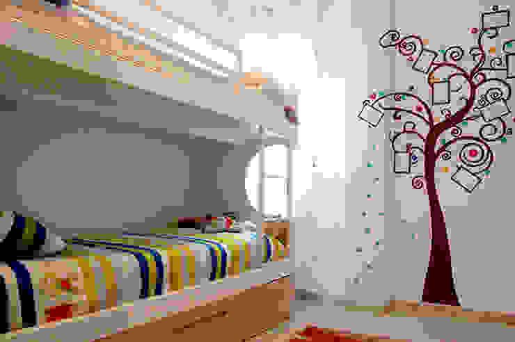 dormitorio después Las Casas de Iridella Dormitorios infantiles de estilo moderno