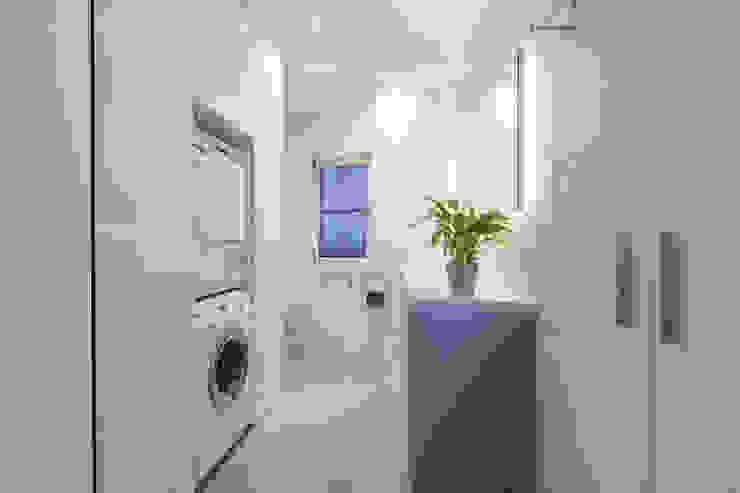現代浴室設計點子、靈感&圖片 根據 Manufaktur Hommel 現代風