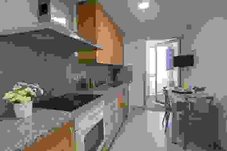 現代廚房設計點子、靈感&圖片 根據 Redecoram Home Staging 現代風