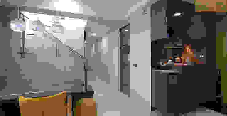 Designer House Comedores de estilo moderno Madera Acabado en madera
