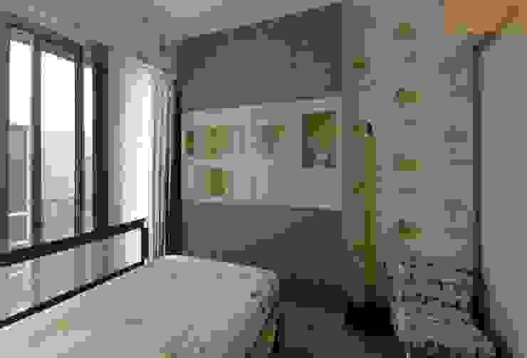 Designer House Cuartos de estilo moderno Compuestos de madera y plástico Verde