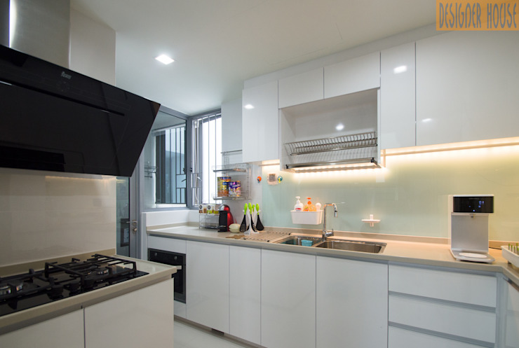 Designer House Cocinas de estilo moderno Vidrio Blanco