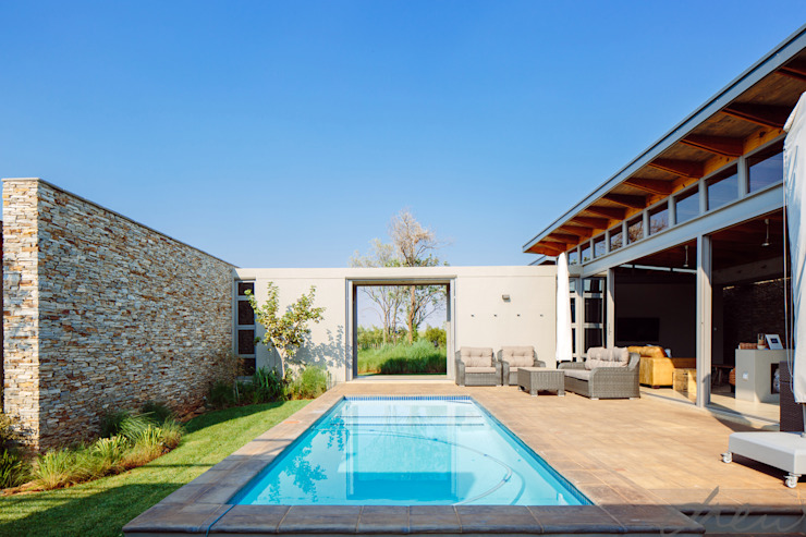 Garden Pool by drew architects + interiors,