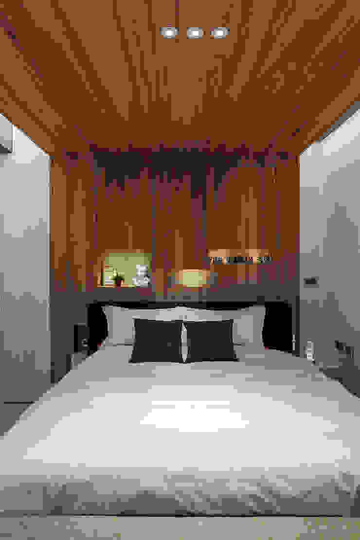 漢玥室內設計 Camera da letto in stile industriale Legno Effetto legno