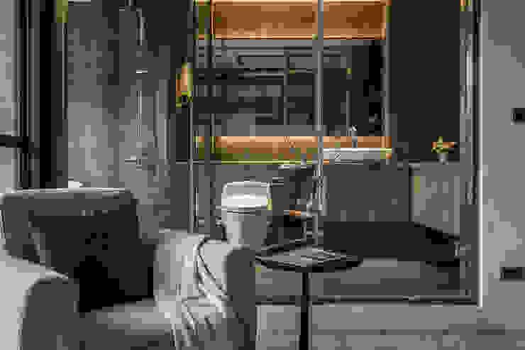 Salle de bains de style  par 漢玥室內設計, Industriel Tuiles