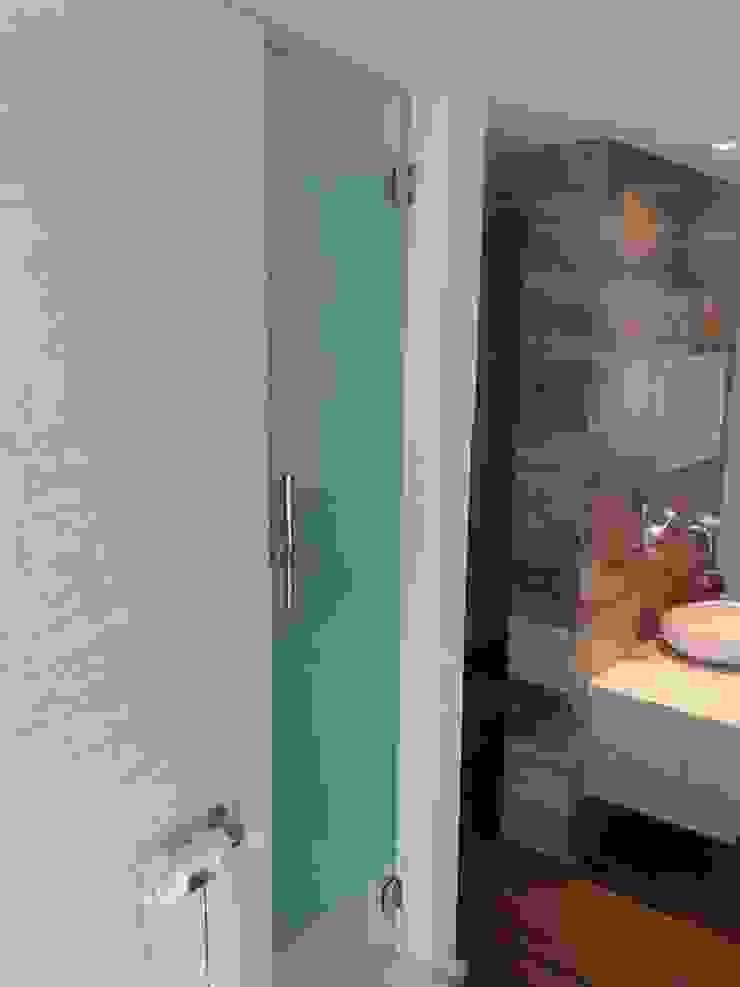 Baño en Suitte Baños de estilo moderno de Estudio A+I Moderno