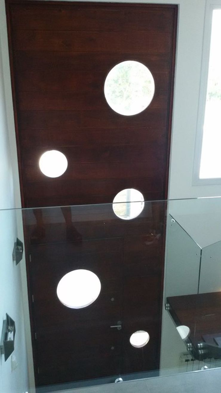 Puerta Ingreso doble altura Puertas modernas de Estudio A+I Moderno