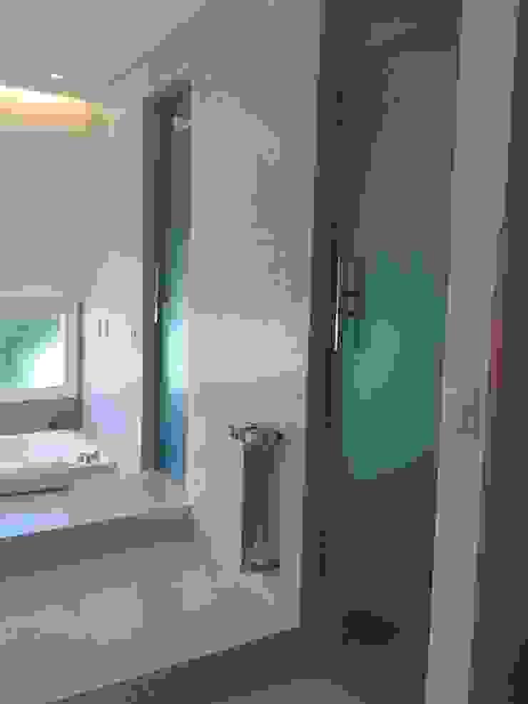 Baño en Suitte sectorizado Baños de estilo moderno de Estudio A+I Moderno
