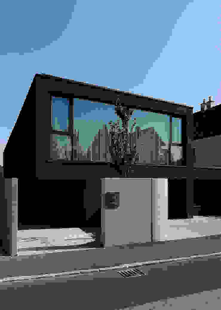 Strassenansicht Minimalistische Häuser von Architekt Zoran Bodrozic Minimalistisch Beton