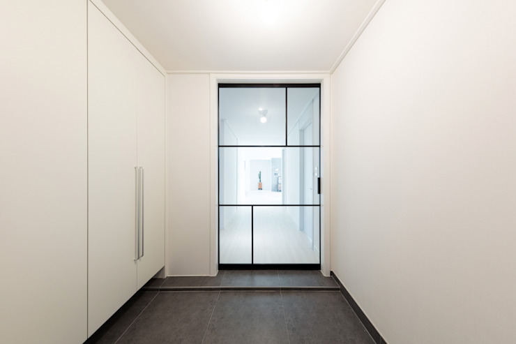 homify Modern Corridor, Hallway and Staircase White