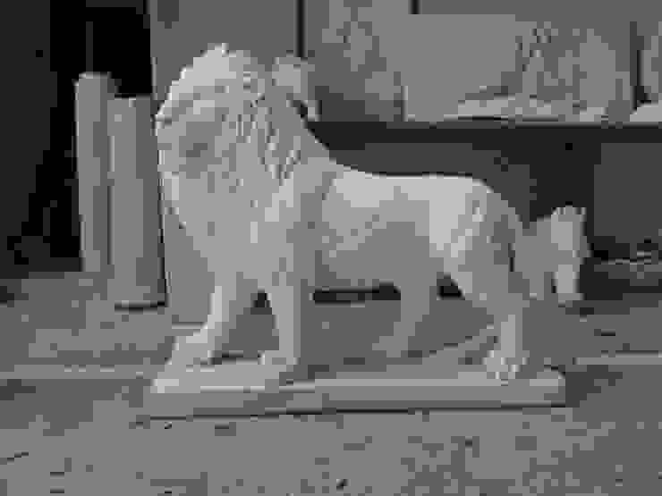 Lion Sculpture: classic  by Altegic Ecomtrading Pvt. Ltd, Classic Marble