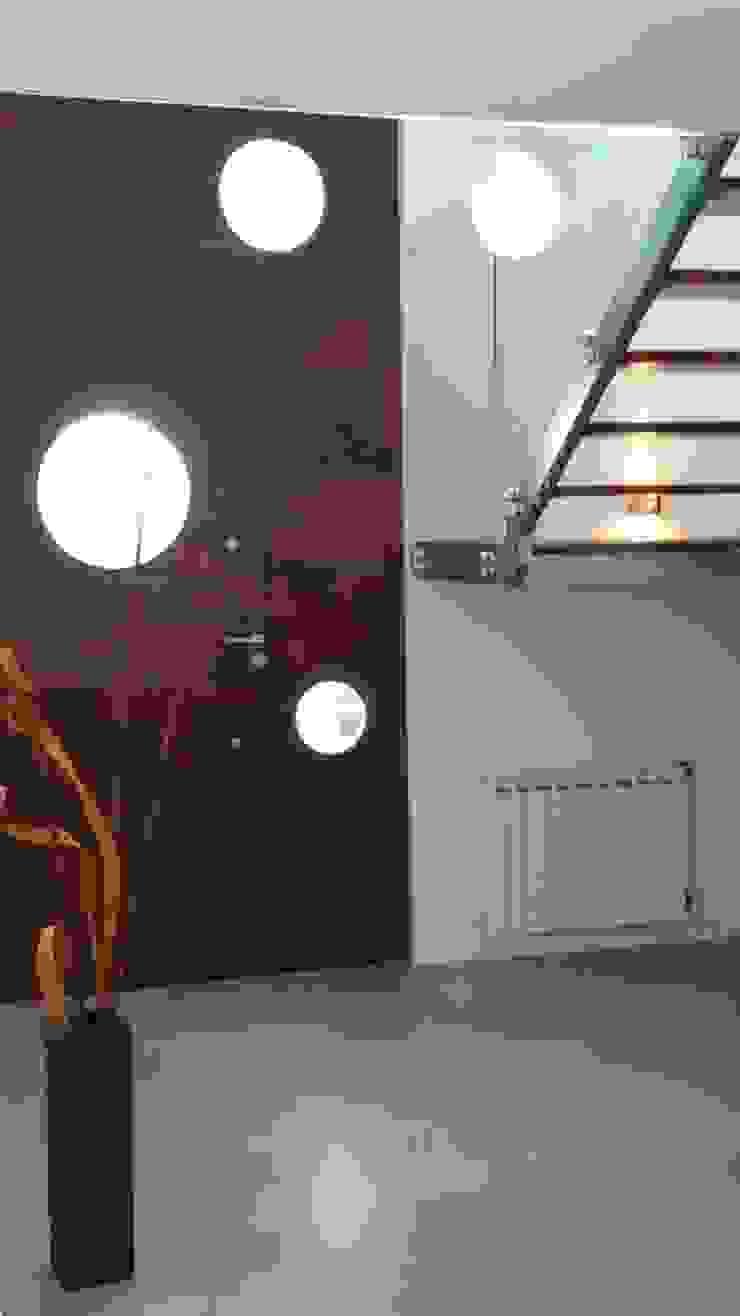 Hall de Ingreso - Puerta Madera de Estudio A+I Moderno
