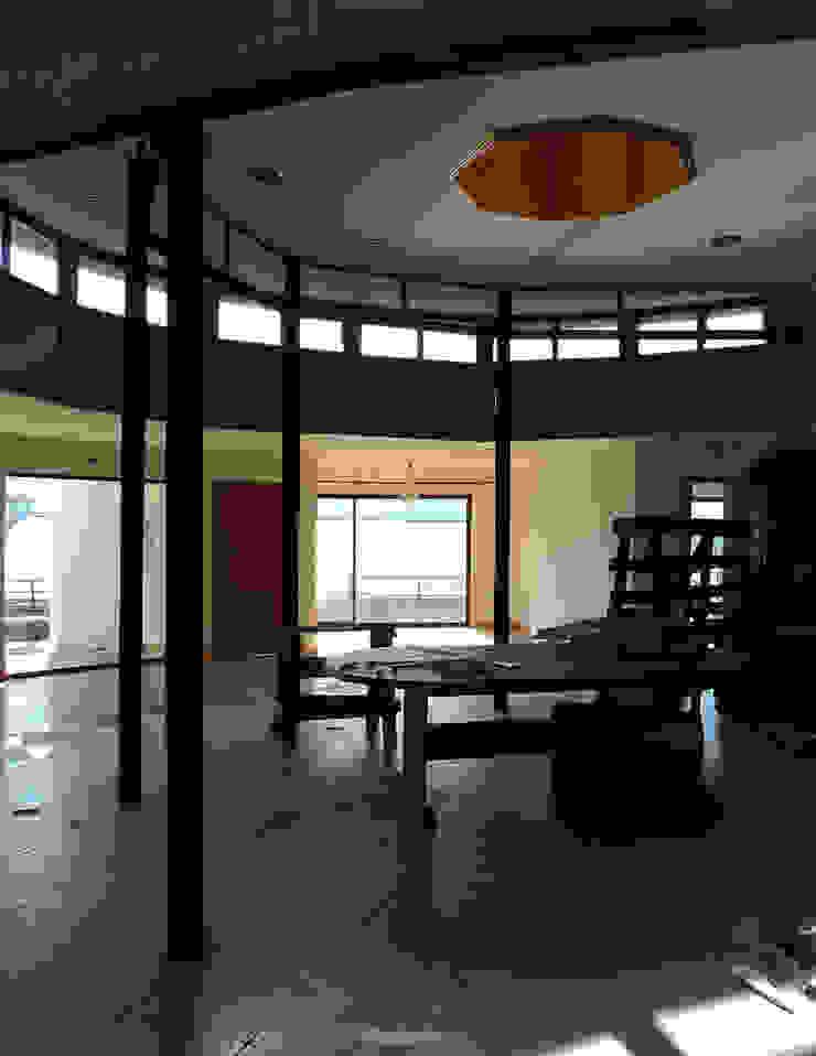 Casa Centrífuga Casas de estilo minimalista de Tetralux Arquitectos Minimalista