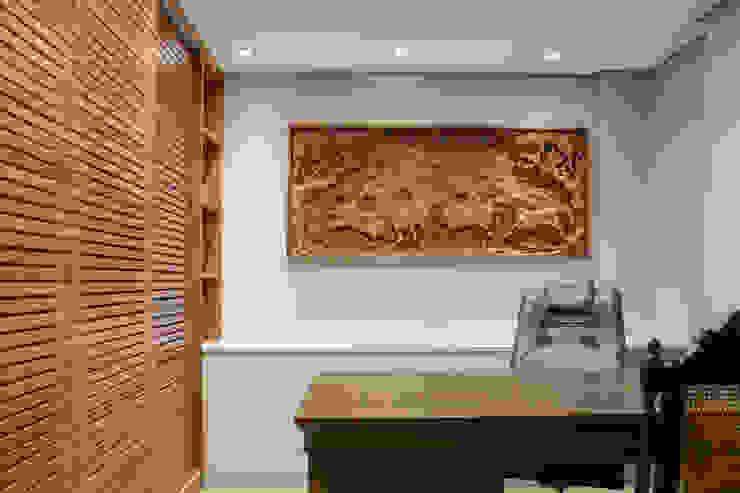Ruang Studi/Kantor Gaya Eklektik Oleh Bloco Z Arquitetura Eklektik