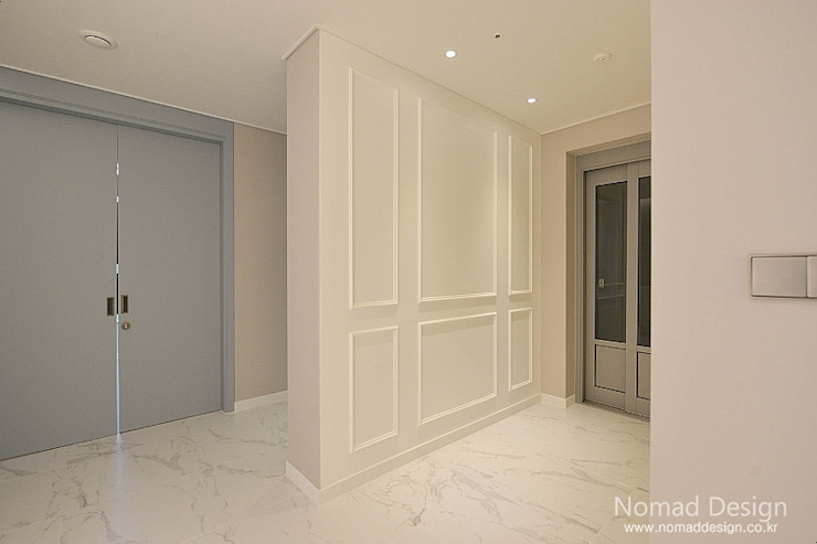 Ingresso, Corridoio & Scale in stile classico di homify Classico